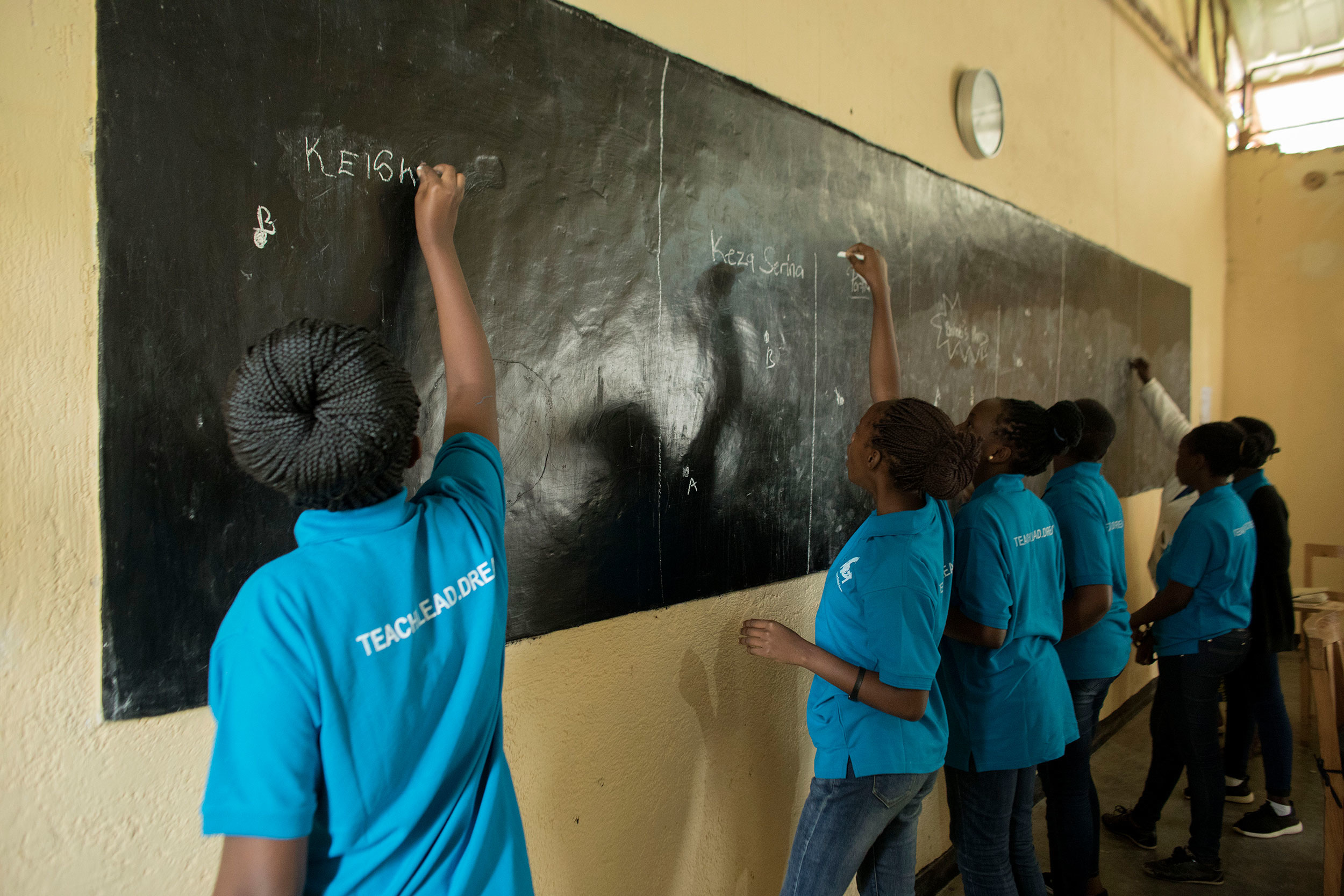 Se anima a los estudiantes de White Dove a tener clases interactivas y atractivas.