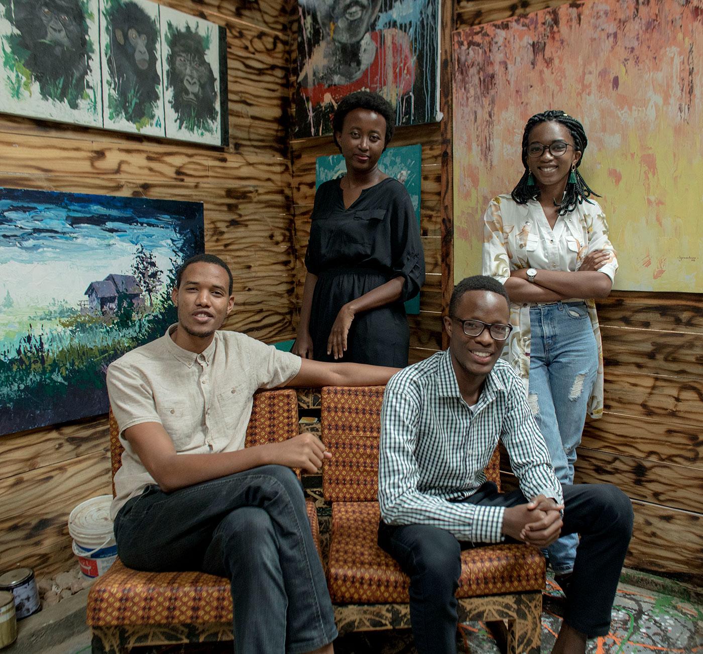 Dominique (arriba a la derecha) y parte de su equipo Imagine We (en el sentido de las agujas del reloj): Aaron Migaywa, Mico Jamal y Lina Ishimwe.