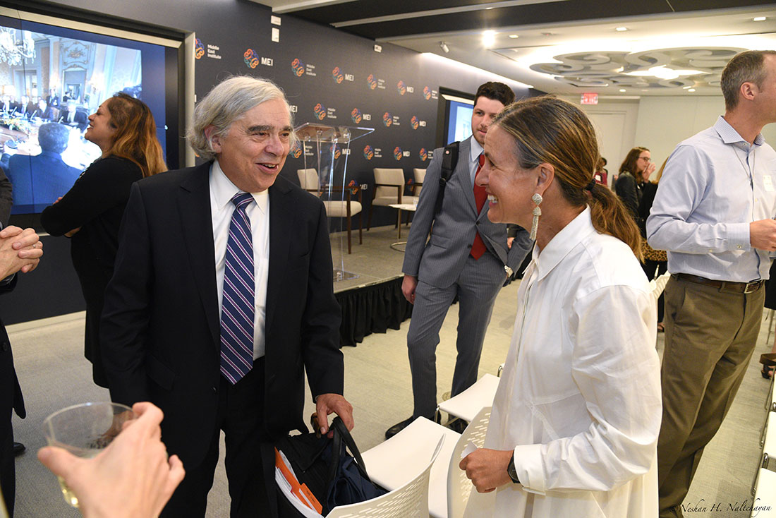 Former Secretary of Energy Ernest Moniz speaks with an attendee.