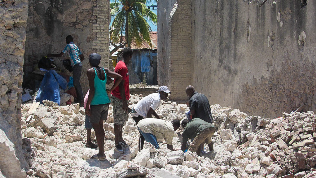 A 7.2 magnitude earthquake hit Western Haiti on August 14, 2021, causing over 300 casualties. Here, a group of Haitian people dig through rubble.